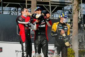 #31: Whelen Engineering Racing Cadillac DPi, DPi: Felipe Nasr, Pipo Derani avec le Champagne