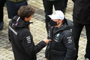 Toto Wolff, team principal et PDG, Mercedes AMG, avec Valtteri Bottas, Mercedes