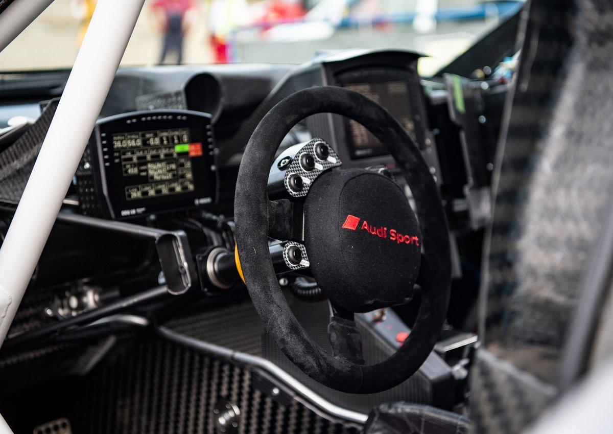 Audi RS Q e-tron steering wheel