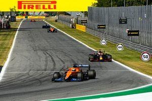 Daniel Ricciardo, McLaren MCL35M, Max Verstappen, Red Bull Racing RB16B, en Lando Norris, McLaren MCL35M