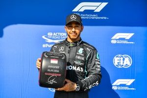 Pole Sitter Lewis Hamilton, Mercedes with the Pirelli Pole Position Award