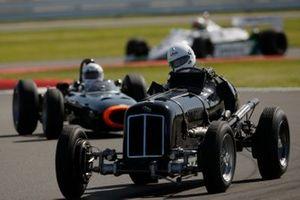 ERA devant une BRM P261 et une Williams FW07C