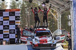 Elfyn Evans, Scott Martin, Toyota Gazoo Racing WRT Toyota Yaris WRC, Ott Tänak, Martin Järveoja, Hyundai Motorsport Hyundai i20 Coupe WRC sur le podium