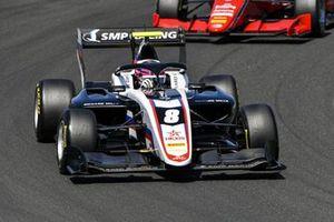 Alexander Smolyar, ART Grand Prix, devance Olli Caldwell, Prema Racing
