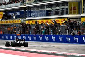 Valtteri Bottas, Mercedes W12, taglia il traguardo
