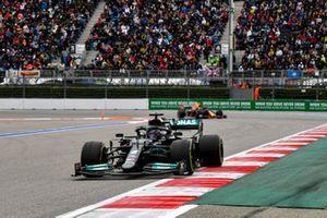 Lewis Hamilton, Mercedes W12, Sergio Pérez, Red Bull Racing RB16B