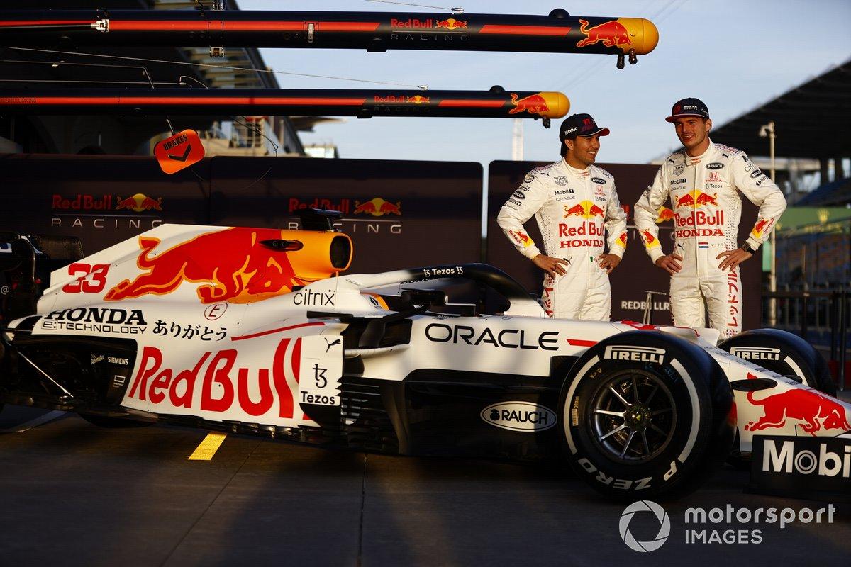 Sergio Perez, Red Bull Racing Max Verstappen, Red Bull Racing Red Bull Racing RB16B