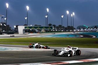 Charles Leclerc, Sauber C37 leads Kevin Magnussen, Haas F1 Team VF-18