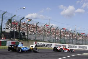 Fernando Alonso, Renault R26 and Ralf Schumacher, Toyota TF106 in action