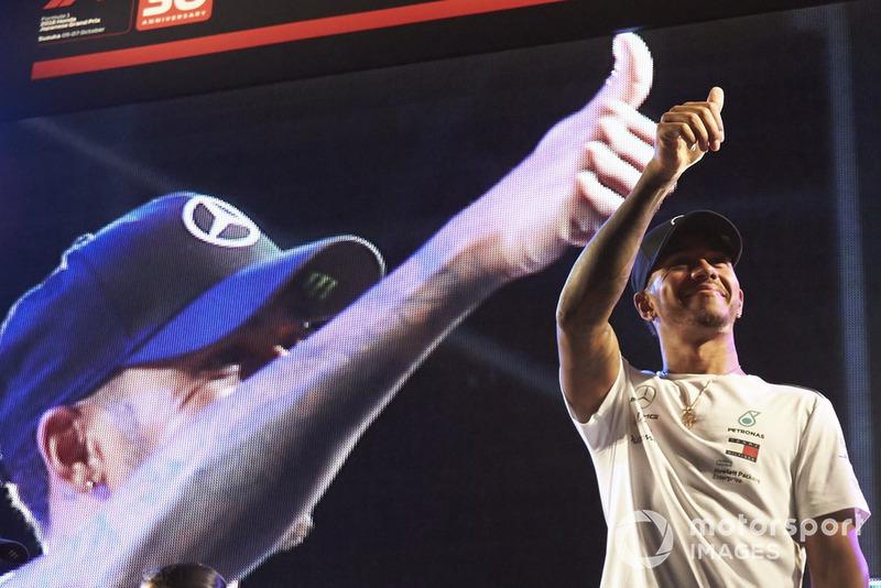 Lewis Hamilton, Mercedes AMG F1 en el escenario