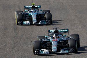 Lewis Hamilton, Mercedes AMG F1 W09, devant Valtteri Bottas, Mercedes AMG F1 W09