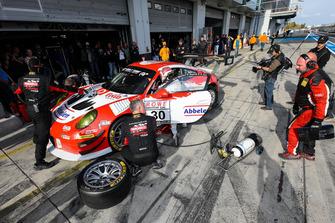 #30 Frikadelli Racing Porsche 911 GT3 R: Klaus Abbelen, Lance David Arnold, Felipe Fernández Laser