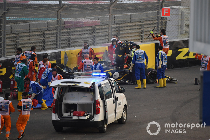 Medical team assist Nico Hulkenberg, Renault Sport F1 Team R.S. 18 after crashing and roling on lap one