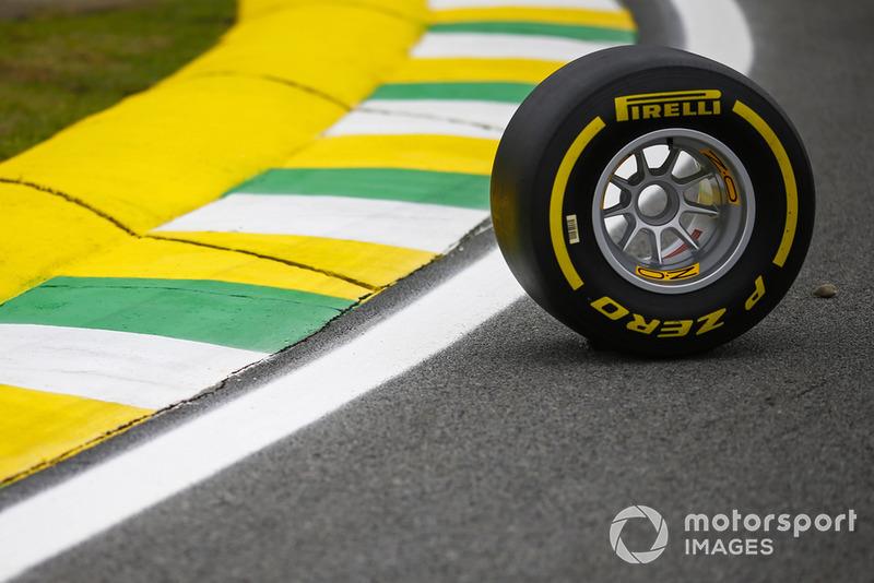 Uno pneumatico Pirelli sul circuito di Interlagos