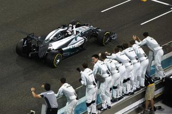 Lewis Hamilton, Mercedes F1 W05, celebrates as he crosses the line