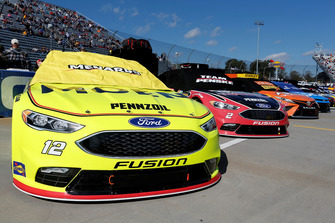 Ryan Blaney, Team Penske, Ford Fusion Menards/Moen, Brad Keselowski, Team Penske, Ford Fusion Thomas Built Buses