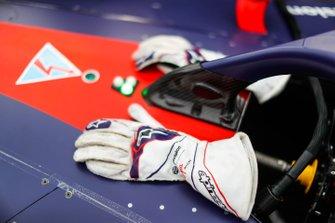 Gloves of Robin Frijns, Envision Virgin Racing