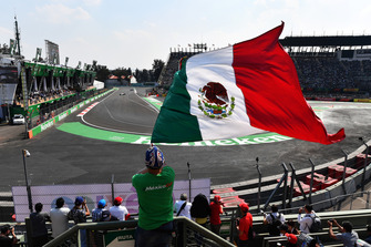 Charles Leclerc, Alfa Romeo Sauber C37 and fan with Mexican flag