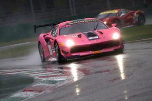 #599 Ferrari 488, Cavallino Motors Bankok: Kanthicha Chimsiri