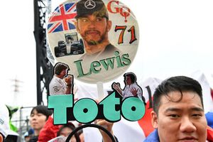 Lewis Hamilton, Mercedes AMG F1 and Toto Wolff, Mercedes AMG F1 Director of Motorsport fan