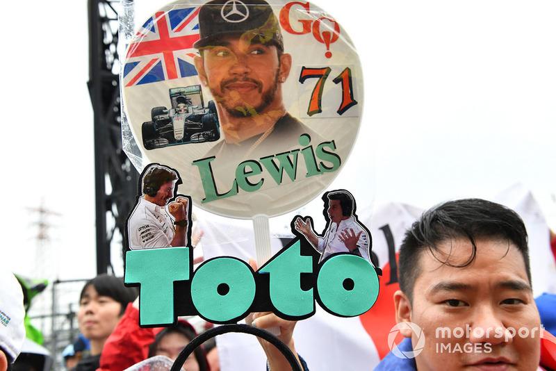 Lewis Hamilton, Mercedes AMG F1 y Toto Wolff, Mercedes AMG F1 Director de Motorsport fan