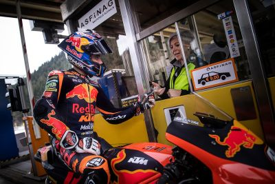 Red Bull KTM Factory Racing en el Gleinalmtunnel