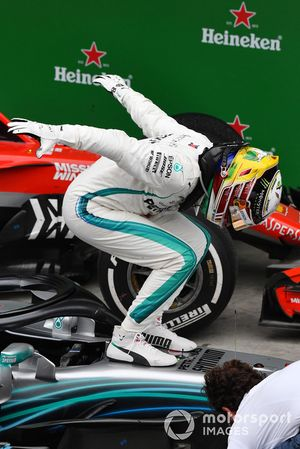 Winnaar Lewis Hamilton, Mercedes-AMG F1 W09 EQ Power+ viert feest in Parc Ferme
