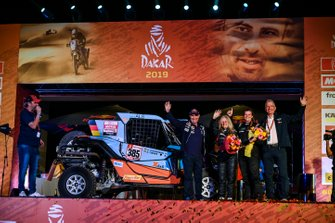 Podio: SxS Racing4Charity-Team Face ALS: Annett Fischer, Andrea Peterhansel