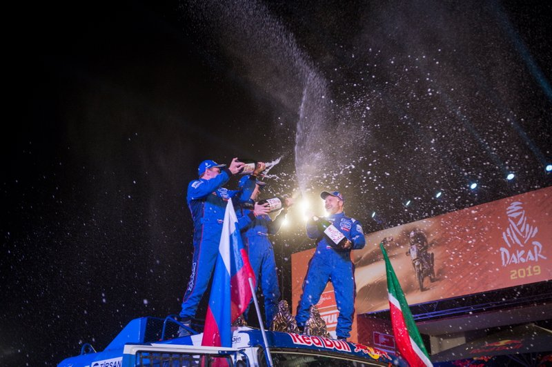 Podio: #500 Team Kamaz Master: Eduard Nikolaev, Evgeny Yakovlev, Vladimir Rybakov