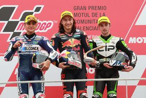 Podium: race winner Can Oncu, Red Bull KTM Ajo, second place Jorge Martin, Del Conca Gresini Racing, third place John McPhee, CIP Green Power