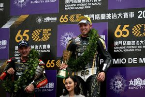 Podium: Race winner Peter Hickman, Aspire-Ho by Bathams Racing, BMW