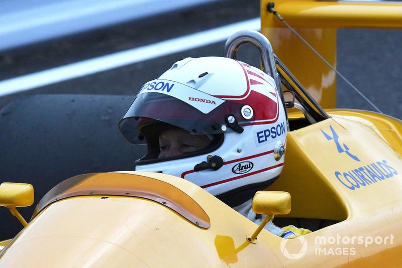 Satoru Nakajima, Lotus Honda 100T en la exhibición con coches históricos por el 30 Aniversario de Suzuka en F1