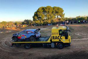 Поврежденный Hyundai i20 Coupe WRC Тьерри Невилля