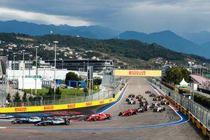 Valtteri Bottas, Mercedes AMG F1 W09, leads Lewis Hamilton, Mercedes AMG F1 W09, Sebastian Vettel, Ferrari SF71H, Kimi Raikkonen, Ferrari SF71H, Kevin Magnussen, Haas F1 Team VF-18, Charles Leclerc, Sauber C37, at the start of the race