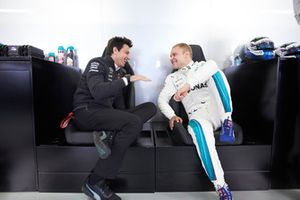 Toto Wolff, directeur exécutif, Mercedes AMG, et Valtteri Bottas, Mercedes AMG F1