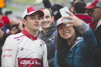 Charles Leclerc, Alfa Romeo Sauber F1 Team fans selfie