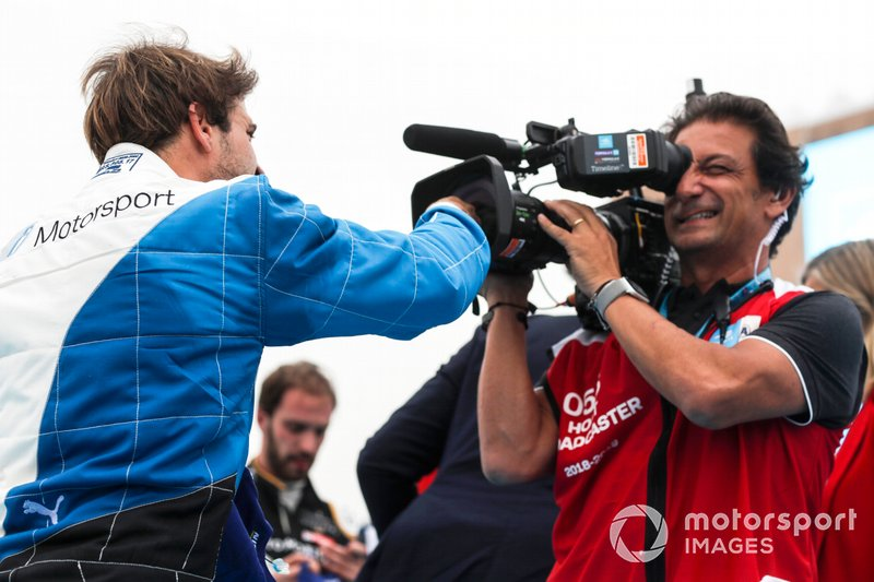 Race winner Antonio Felix da Costa, BMW I Andretti Motorsports and Jean-Michel Tibi, Cameraman