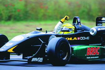 2004 British F3 Danny Watts, Lola Dome Mugen, celebrates his race win