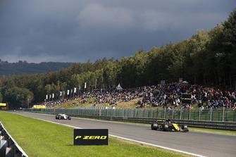 Nico Hulkenberg, Renault Sport F1 Team R.S. 18, voor Marcus Ericsson, Sauber C37
