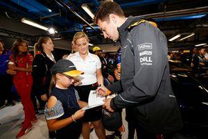 Stoffel Vandoorne, McLaren, signs autographs