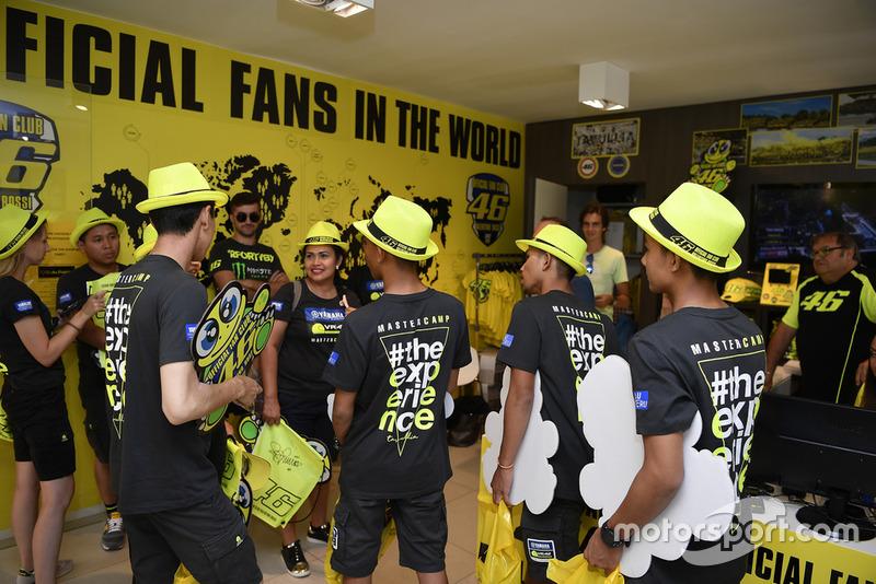Faeroz mengunjungi merchandise VR46 Store