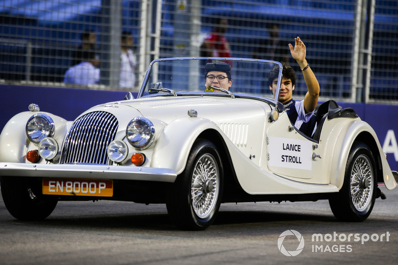 Lance Stroll, Williams Racing, en un Morganen el desfile de pilotos