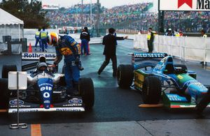 Michael Schumacher, Benetton congratulates Damon Hill, Williams