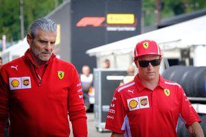 Kimi Raikkonen, Ferrari, Maurizio Arrivabene Director del equipo, Ferrari