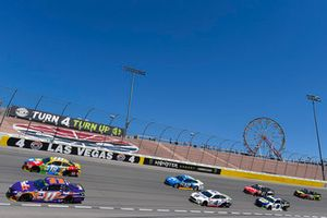 Kyle Busch, Joe Gibbs Racing, Toyota Camry M&M's e Denny Hamlin, Joe Gibbs Racing, Toyota Camry FedEx Ground