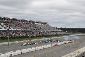 Will Power, Team Penske Chevrolet, Alexander Rossi, Andretti Autosport Honda lead at the start as Spencer Pigot, Ed Carpenter Racing Chevrolet crashes