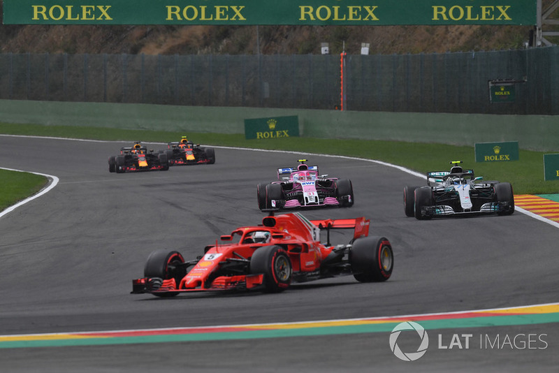 Sebastian Vettel, Ferrari SF71H, Esteban Ocon, Racing Point Force India VJM11 y Valtteri Bottas, Mercedes AMG F1 W09