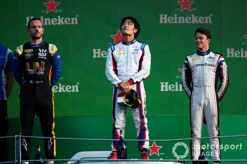Podio: Nobuharu Matsushita, Carlin, Nyck De Vries, ART Grand Prix y Luca Ghiotto, UNI Virtuosi Racing
