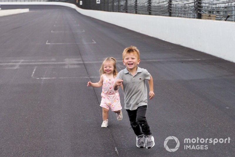 Owen Larson comes from behind to beat Molly Hamlin in a foot race on the front straight.