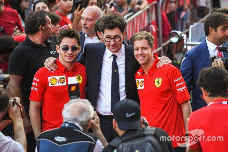 Charles Leclerc, Ferrari, Mattia Binotto, e Sebastian Vettel, Ferrari